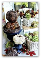 Pretty fall planters for easy outdoor fall decorations 07