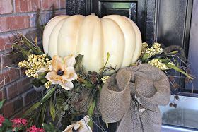 Pretty fall planters for easy outdoor fall decorations 18