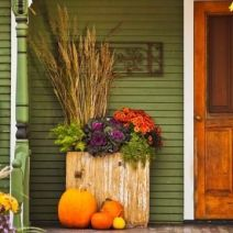 Pretty fall planters for easy outdoor fall decorations 23