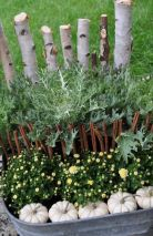 Pretty fall planters for easy outdoor fall decorations 26
