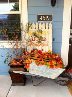 Pretty fall planters for easy outdoor fall decorations 33
