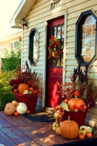 Pretty fall planters for easy outdoor fall decorations 34
