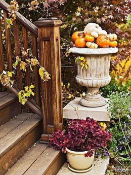 Pretty fall planters for easy outdoor fall decorations 36