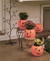 Pretty fall planters for easy outdoor fall decorations 38