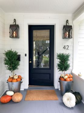 Pretty fall planters for easy outdoor fall decorations 39