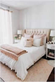 Simple master bedroom remodel ideas for summer 32