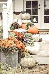 Fancy farmhouse fall porch decor and design ideas 01