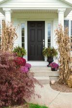 Fancy farmhouse fall porch decor and design ideas 03