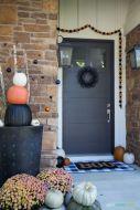 Fancy farmhouse fall porch decor and design ideas 10
