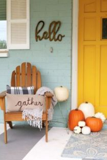 Fancy farmhouse fall porch decor and design ideas 19