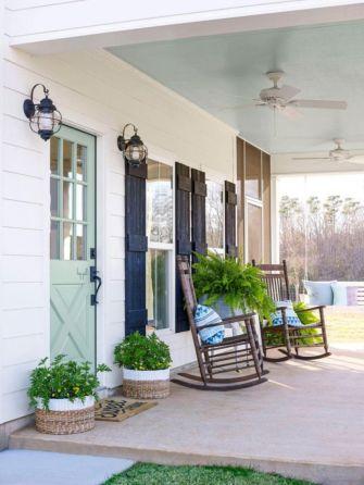 Fancy farmhouse fall porch decor and design ideas 25