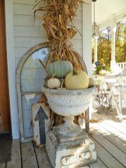 Fancy farmhouse fall porch decor and design ideas 34