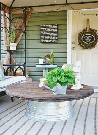 Fancy farmhouse fall porch decor and design ideas 39