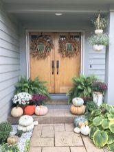 Fancy farmhouse fall porch decor and design ideas 40