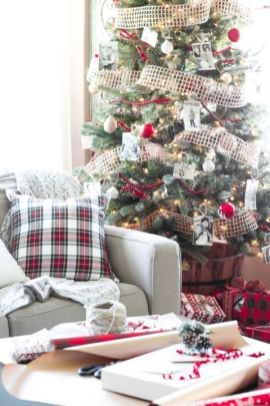 Fascinating christmas tree ideas for living room 16