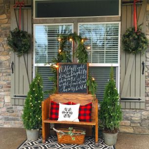 Perfect diy front porch christmas tree ideas on a budget 02