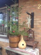 Perfect diy front porch christmas tree ideas on a budget 07
