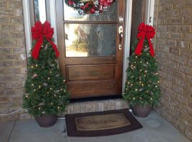 Perfect diy front porch christmas tree ideas on a budget 45