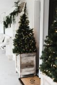 Perfect diy front porch christmas tree ideas on a budget 47