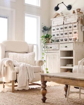 Romantic rustic farmhouse living room decor ideas 08