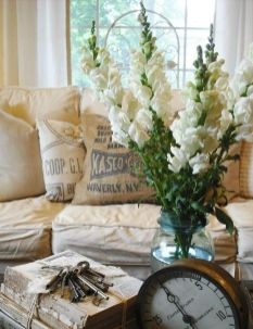 Romantic rustic farmhouse living room decor ideas 09
