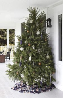 Stunning diy front porch christmas tree ideas on a budget 22