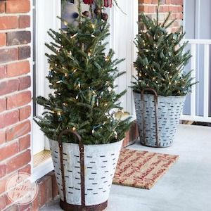 Stunning diy front porch christmas tree ideas on a budget 26