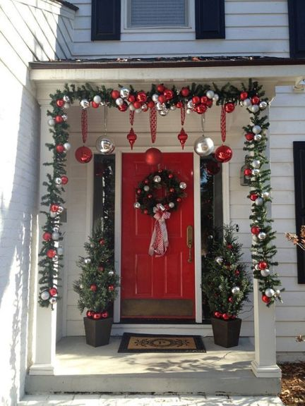 Stunning diy front porch christmas tree ideas on a budget 41