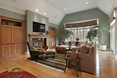 Amazing living room paint ideas by brown furniture 04