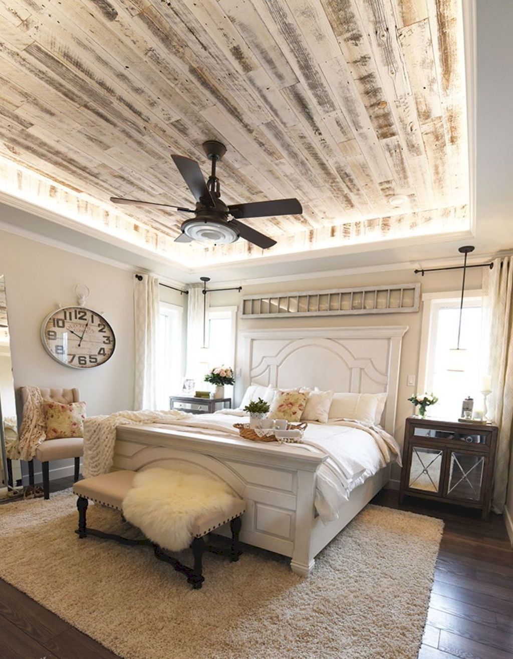. Casual vintage farmhouse bedroom ideas 29   ROUNDECOR