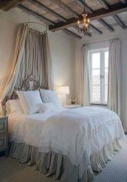 Cozy farmhouse master bedroom decoration ideas 12