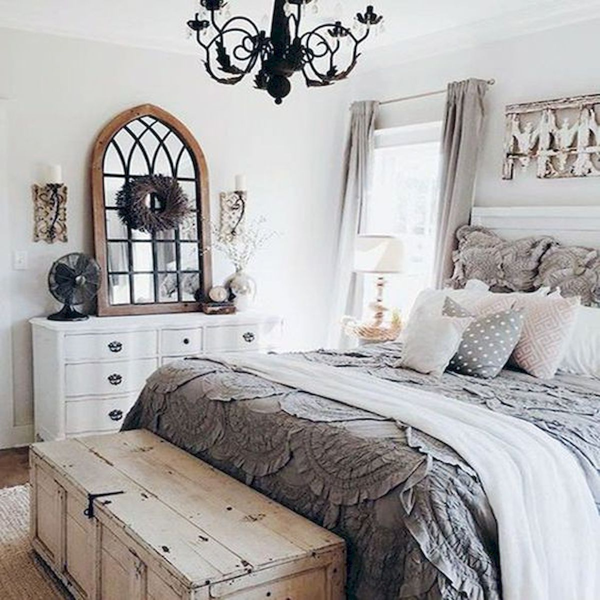 Cozy farmhouse master bedroom decoration ideas 38