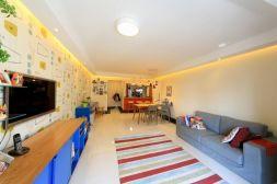 Fascinating striped walls living room designs ideas 04