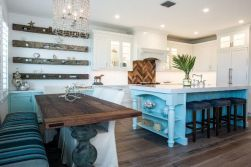 Inspiring coastal kitchen design ideas 34