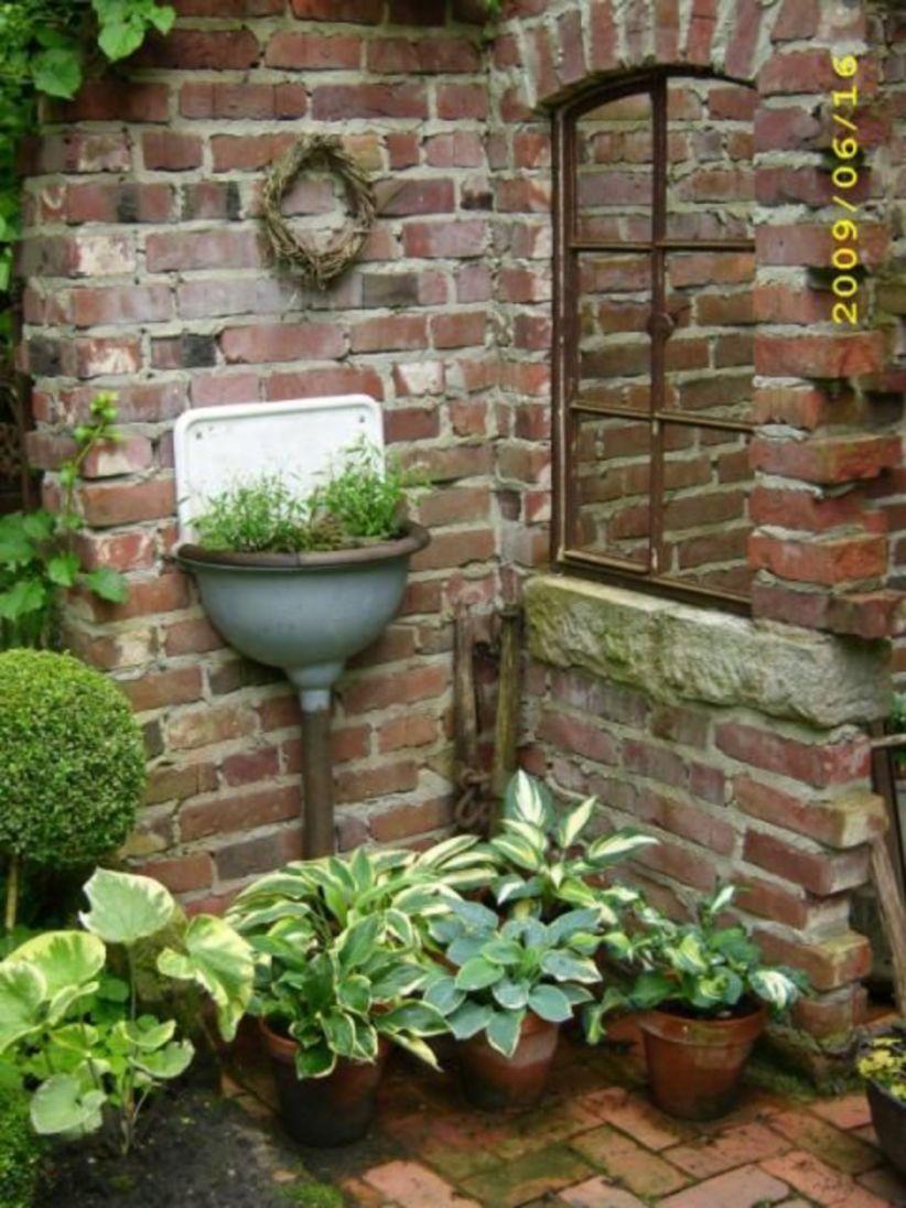 Inspiring Outdoor Garden Wall Mirrors Ideas 10 Roundecor