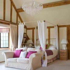 Inspiring valentine bedroom decor ideas for couples 06