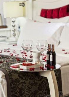 Inspiring valentine bedroom decor ideas for couples 28