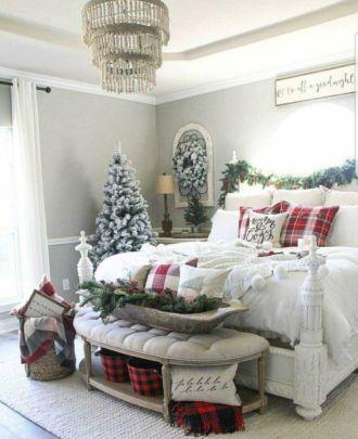 Lovely white bedroom decorating ideas for winter 38
