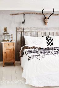 Lovely white bedroom decorating ideas for winter 42