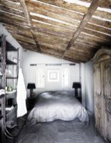 Pretty bedroom designs ideas with exposed wooden beams 20
