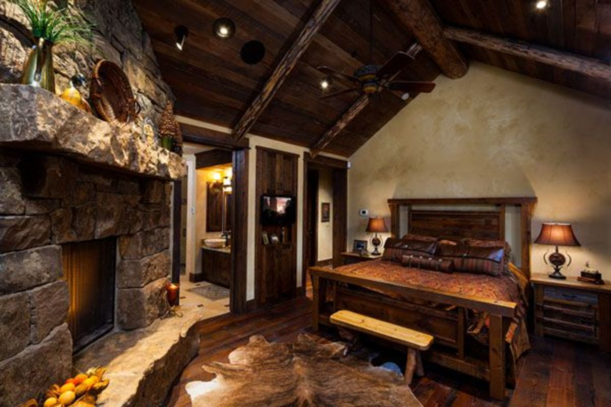 Pretty bedroom designs ideas with exposed wooden beams 34