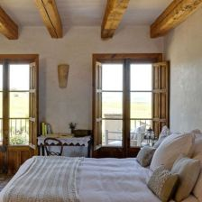 Pretty bedroom designs ideas with exposed wooden beams 39
