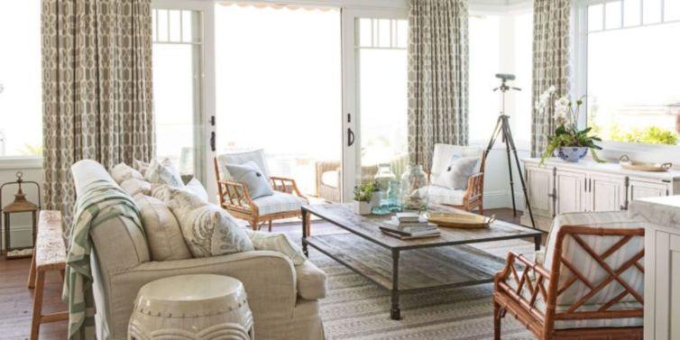 Stylish coastal living room decoration ideas 23