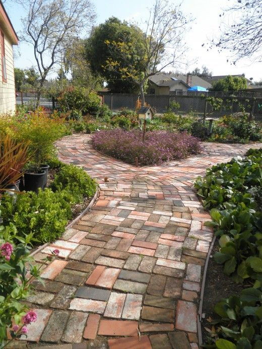 Elegant backyard landscaping ideas using bricks 19