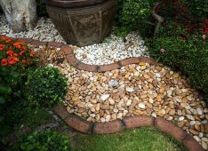 Elegant backyard landscaping ideas using bricks 31