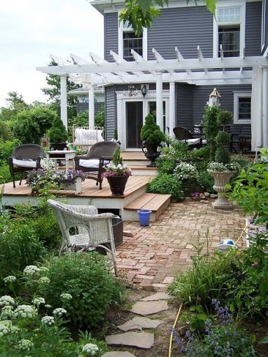 Elegant backyard landscaping ideas using bricks 51
