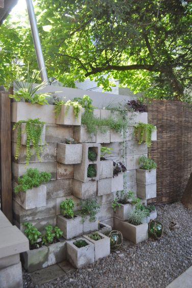 Elegant backyard landscaping ideas using bricks 53