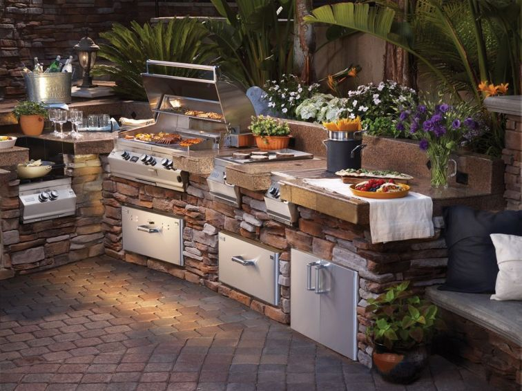 Romantic rustic outdoor kitchen designs with fireplace 08