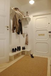Adorable simple entryway decorating ideas for small spaces 04