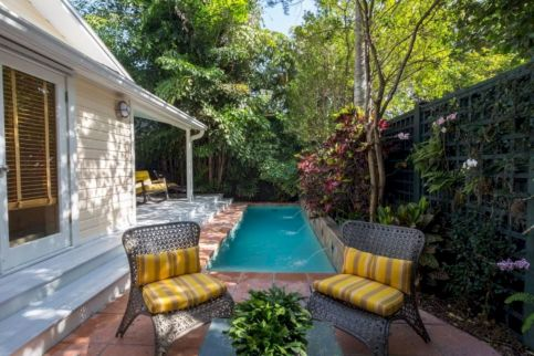 Comfy green country backyard remodel ideas 16